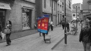 pubblicità con zaino led volantinaggio